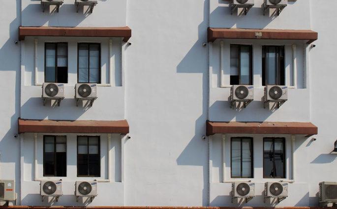 climatizzatori facciata palazzo