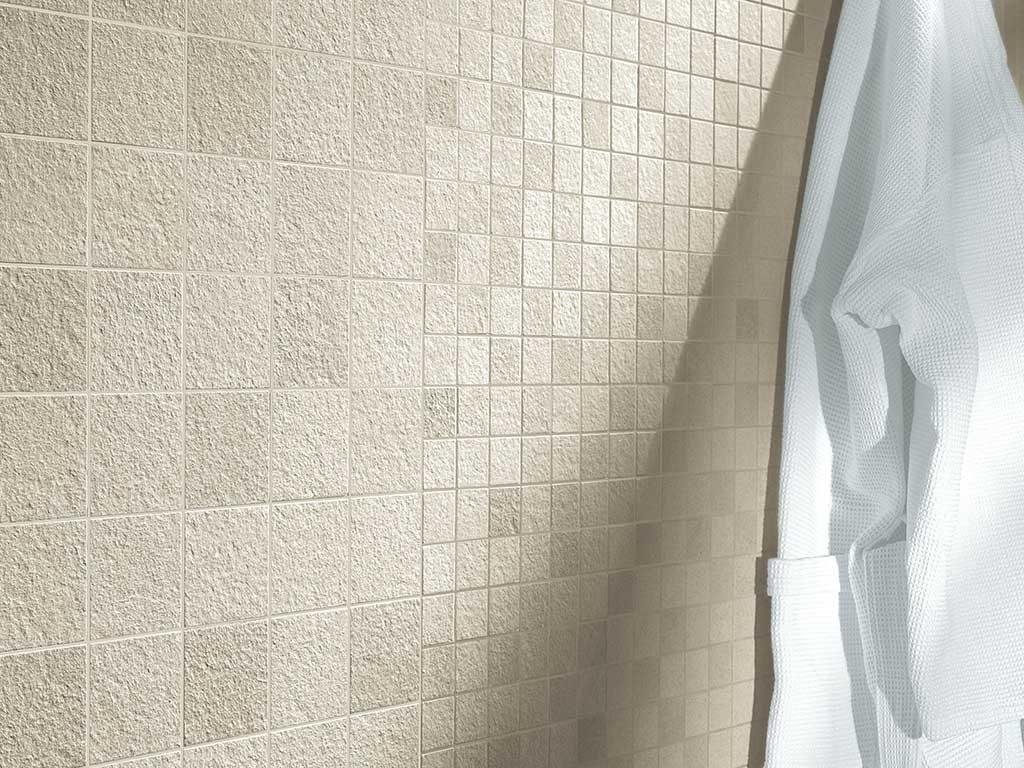 rivestimento bagno mosaico pietra
