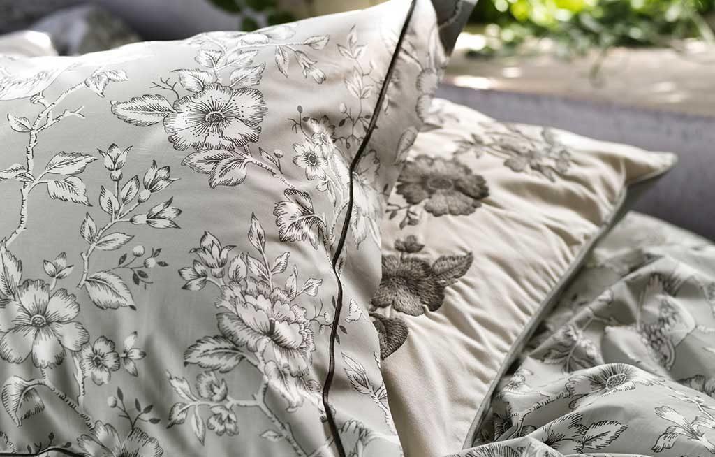 cuscini grigio decoro fiori