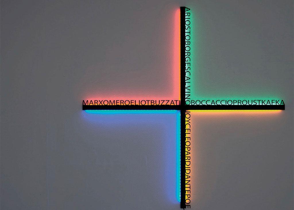 lampada parete croce scritte