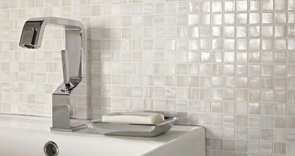 mosaico bianco rivestimento bagno