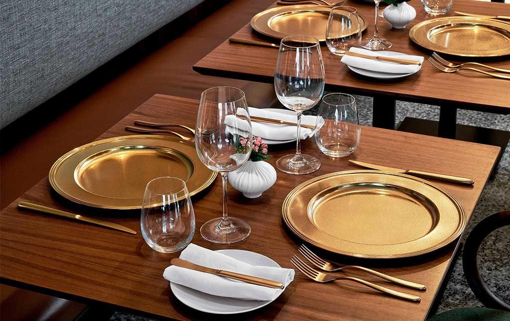 piatti e posate oro