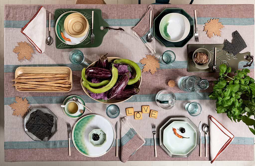 tavola apparecchiata colore primavera