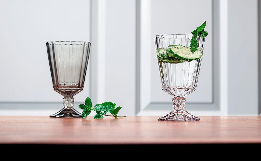 bicchiere stelo acqua