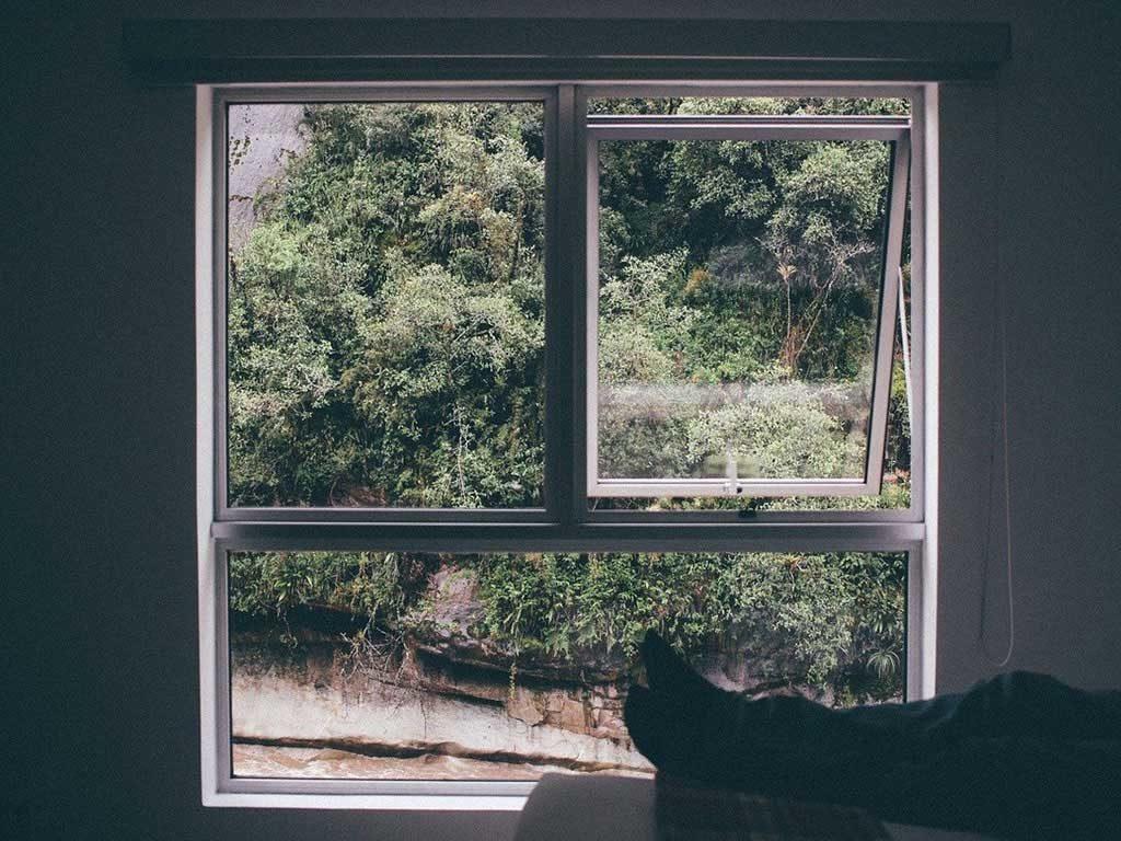 finestra aperta casa