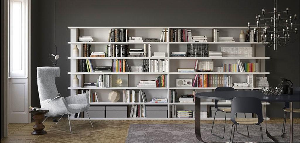 libreria parete poltrona lettura