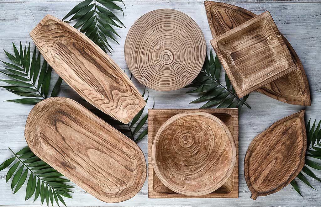 piatti e ciotole in legno