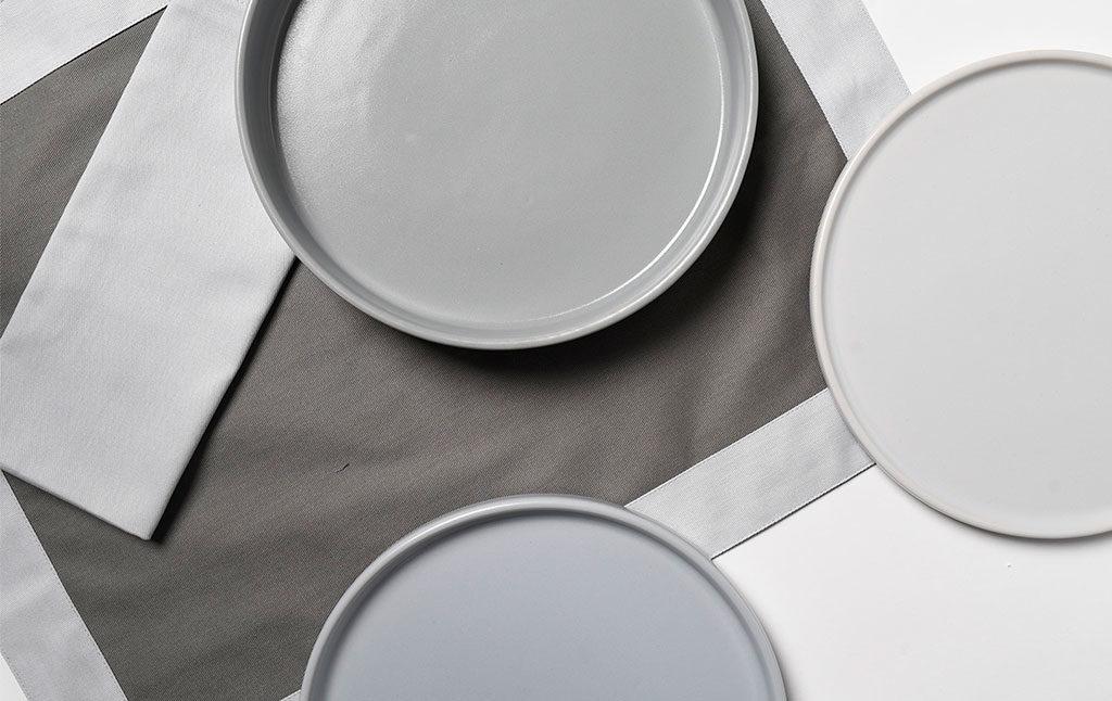 piatti piani grigio chiaro