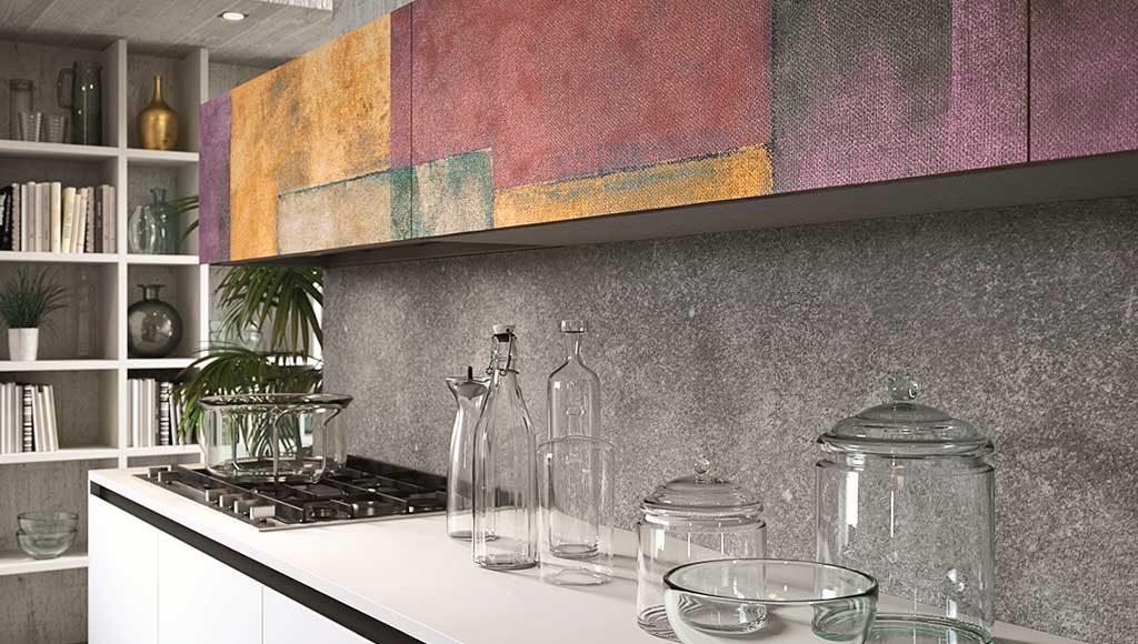 cucina bianca pensili colorati