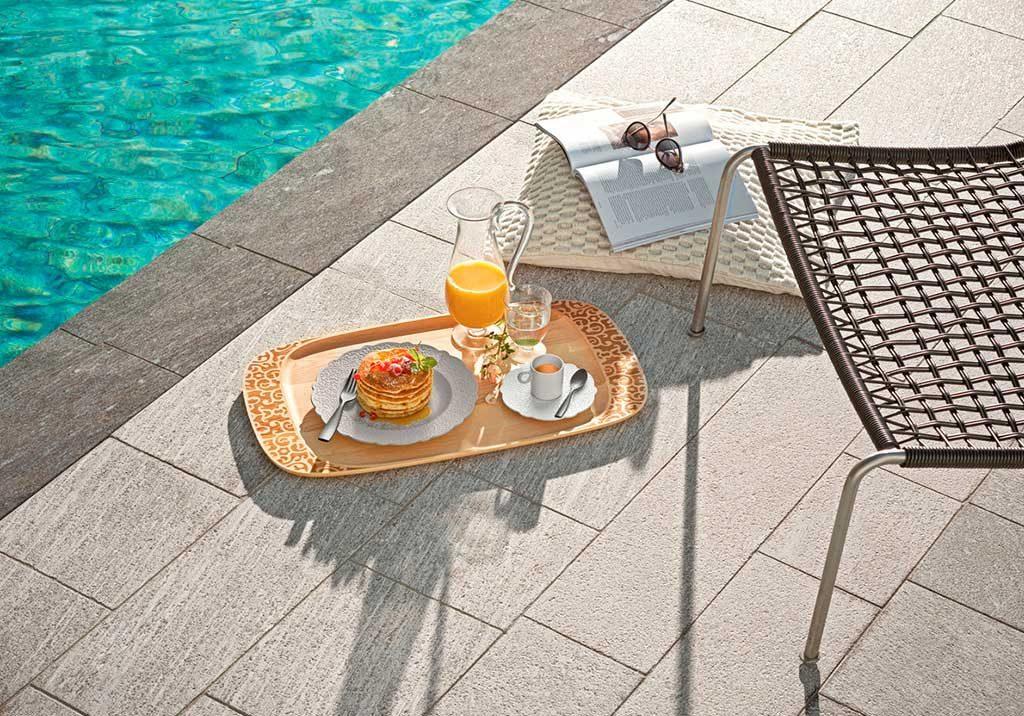 vassoio colazione bordo piscina