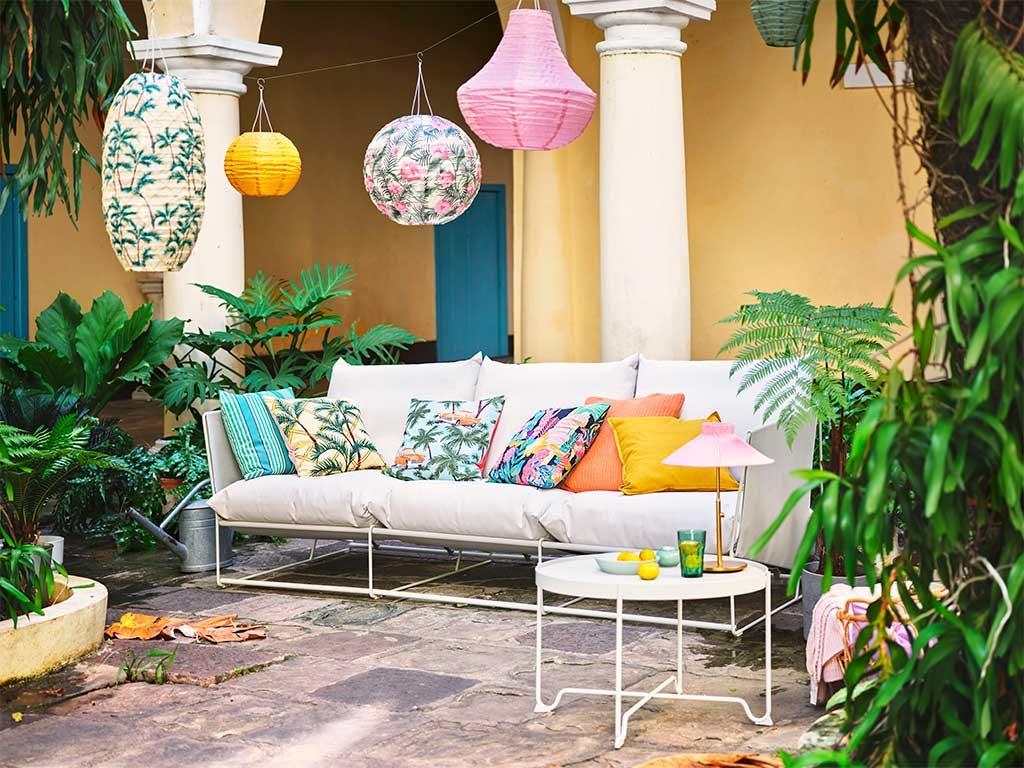 divano tavolinetto esterno lanterne
