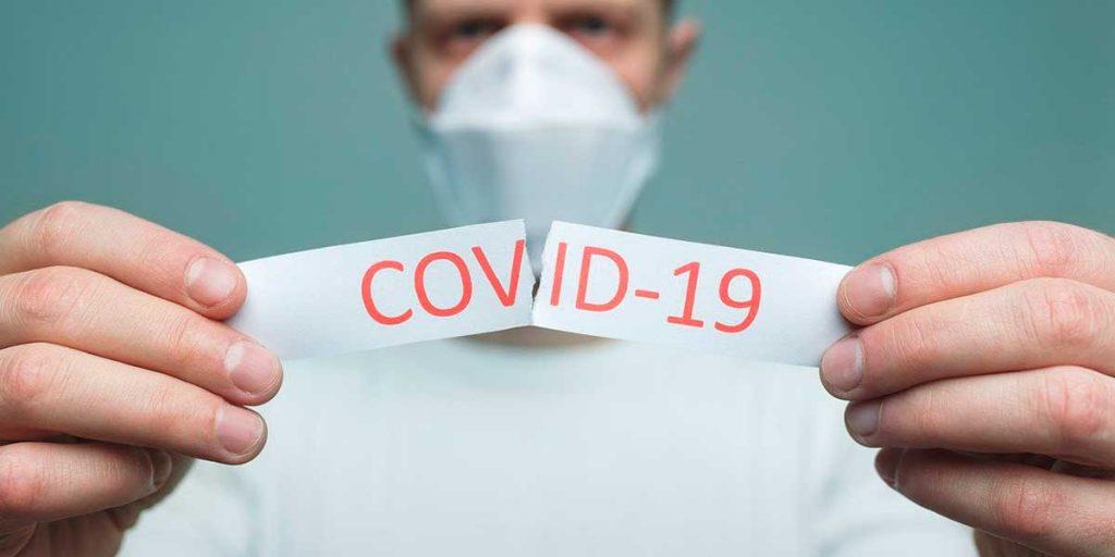 stop covid 19 uomo mascherina