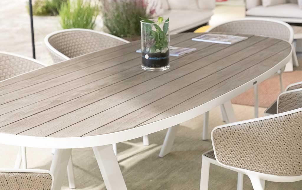 tavolo e sedie esterno