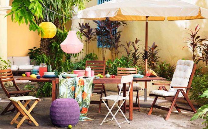 tavolo ombrellone sedie esterno casa