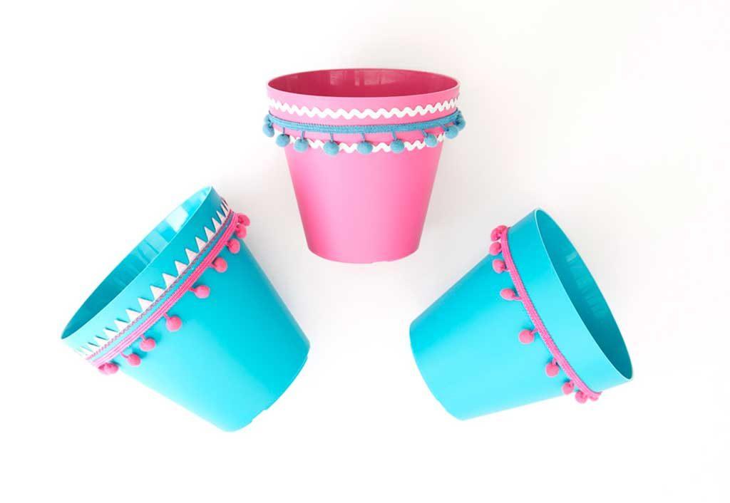 ponpon decorati vasi plastica
