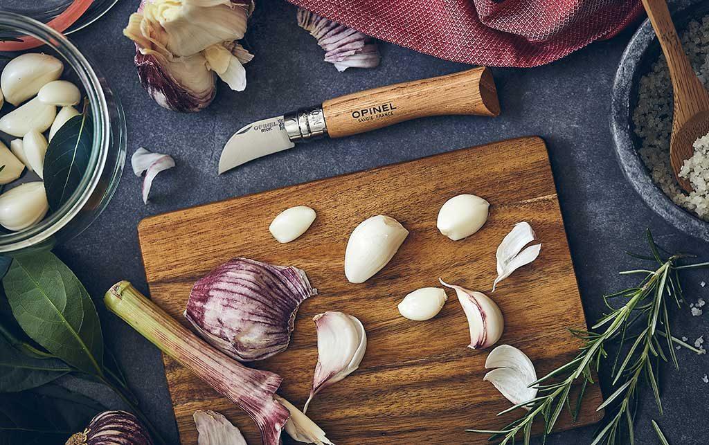 coltello tagliere aglio