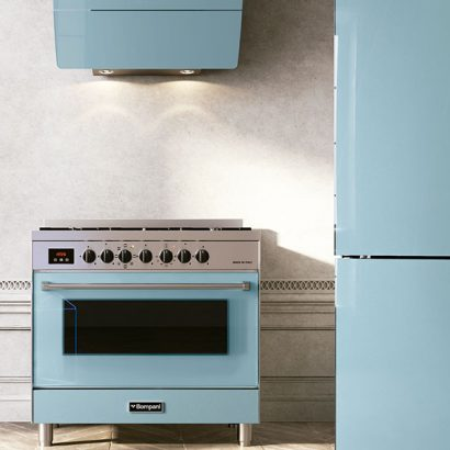 cucina cappa e frigo color tiffany