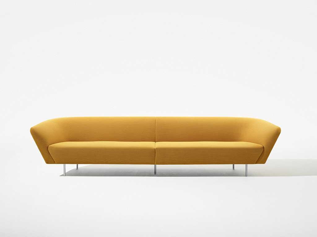 divano giallo senape