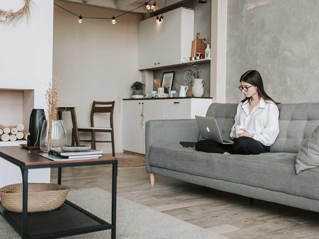 lavoro da casa divano
