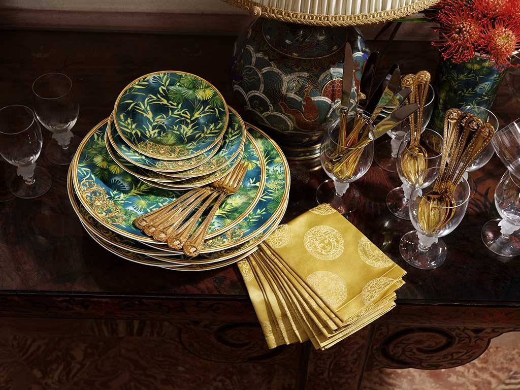 piatti versace decorati