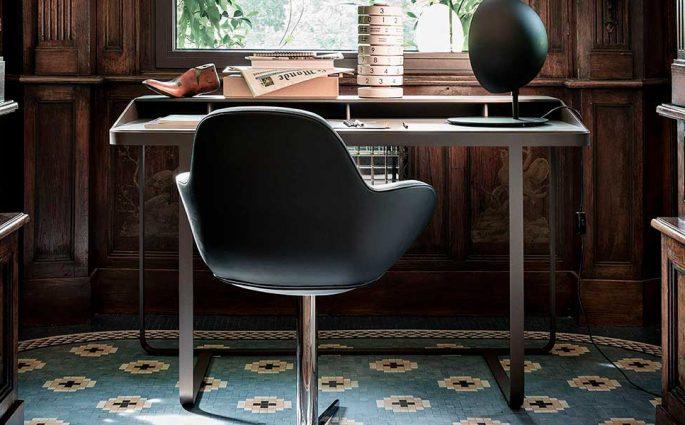 scrivania minimal sotto finestra