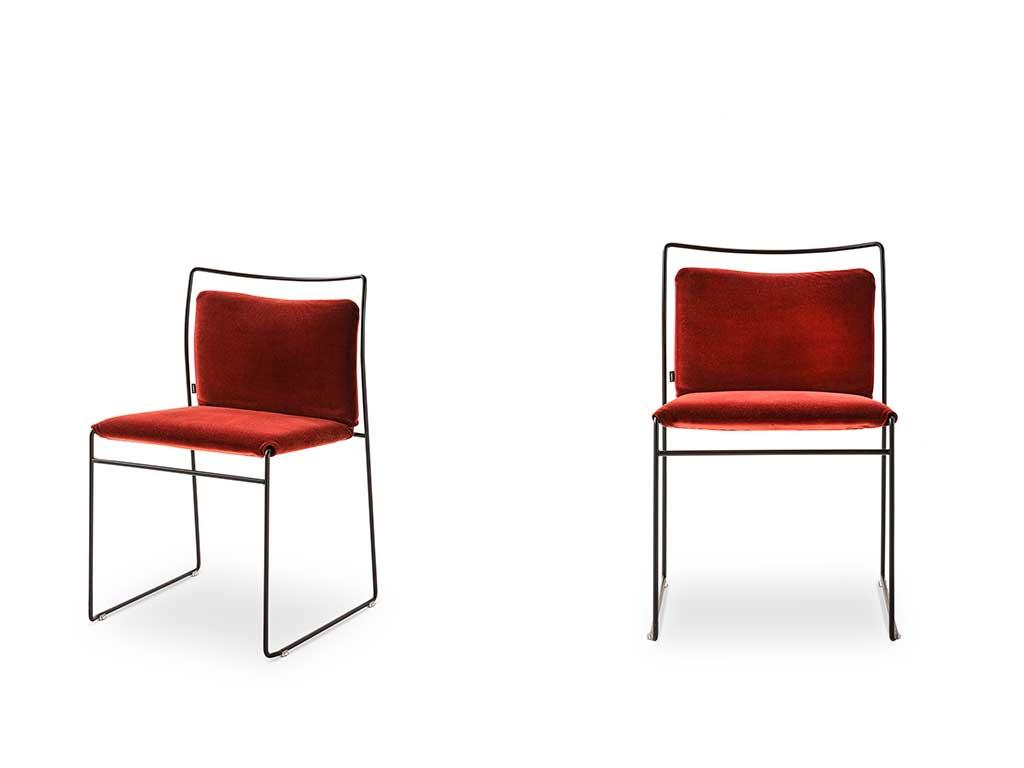 sedia rossa telaio nero