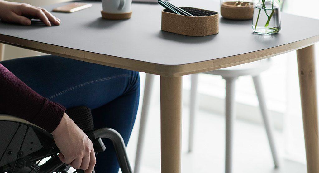 tavolo per sedia a rotelle
