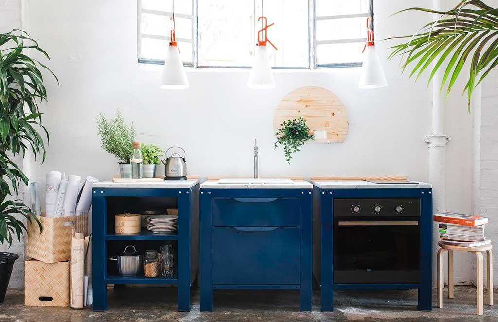 mini cucina blu