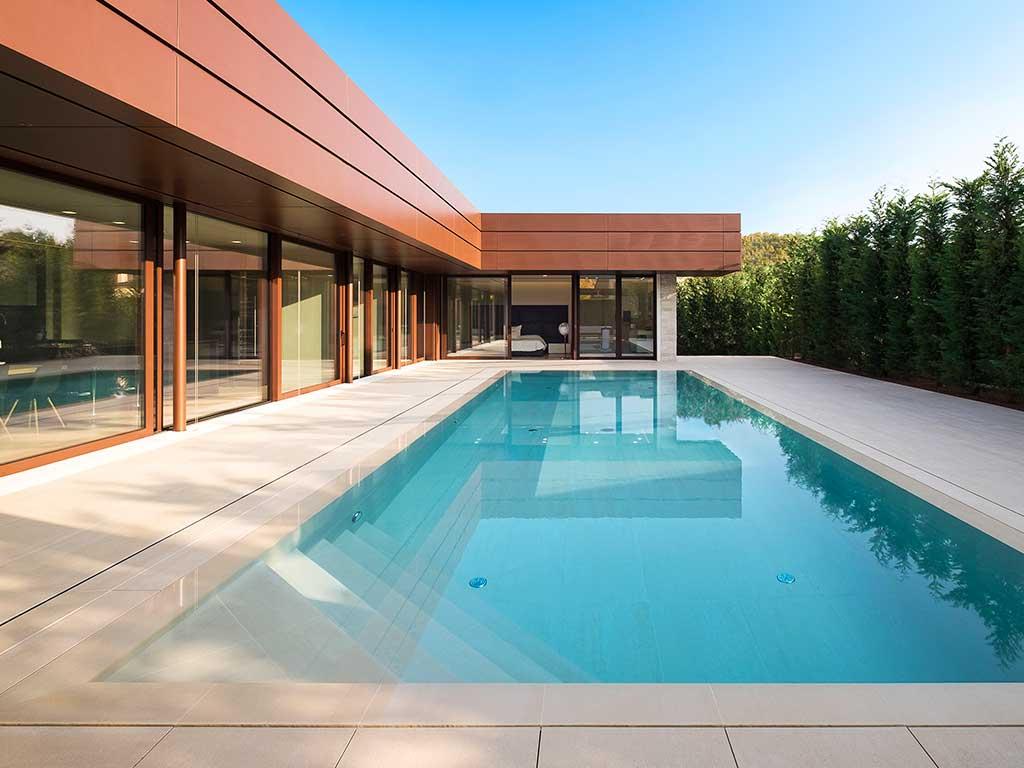piscina in gres porcellanato