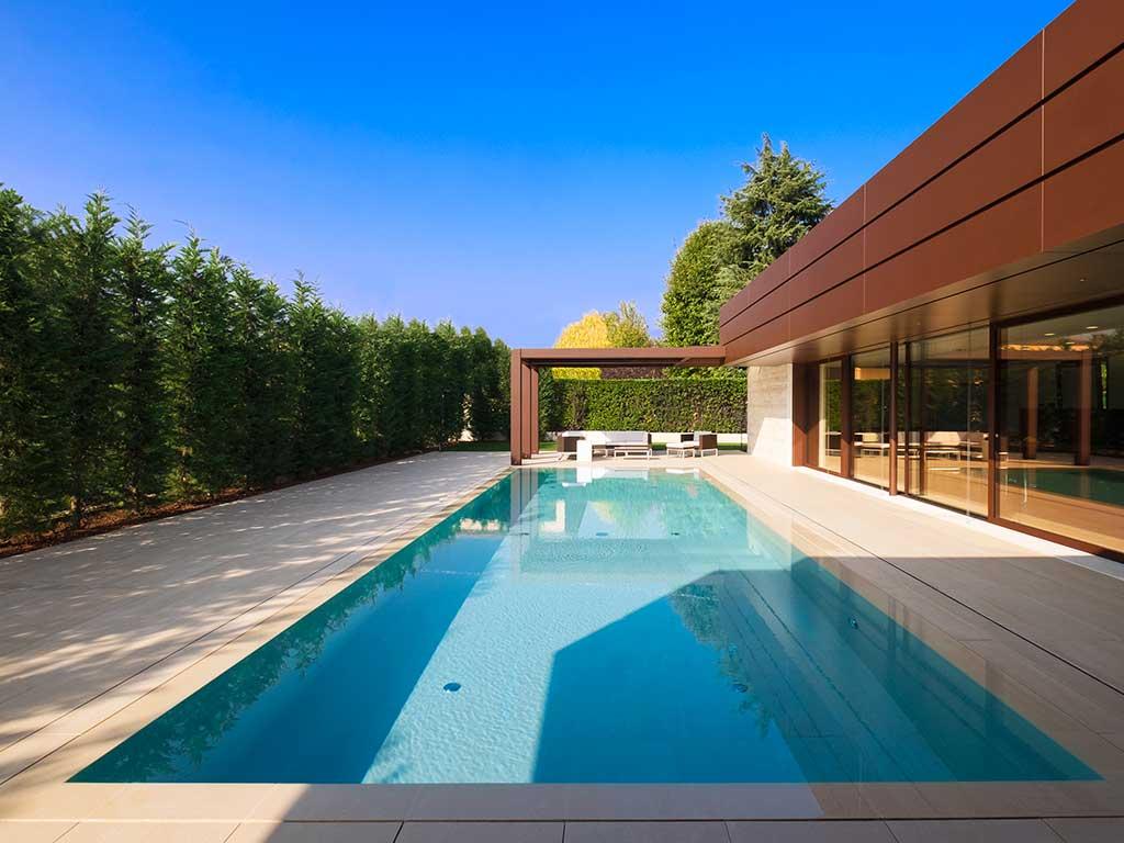piscina rettangolare interrata bordi gres