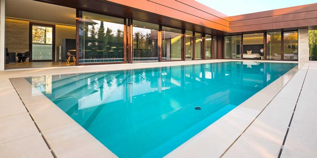 piscina rettangolare interrata in gres