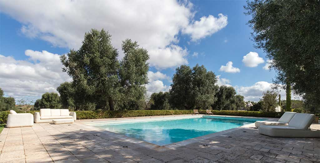 piscina esterno pietra