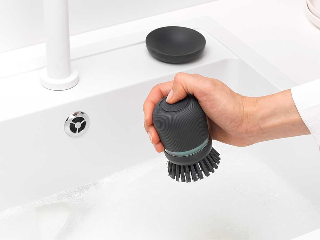 spazzola lavapiatti nera