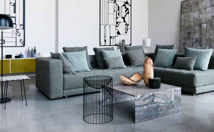divano angolare grigio