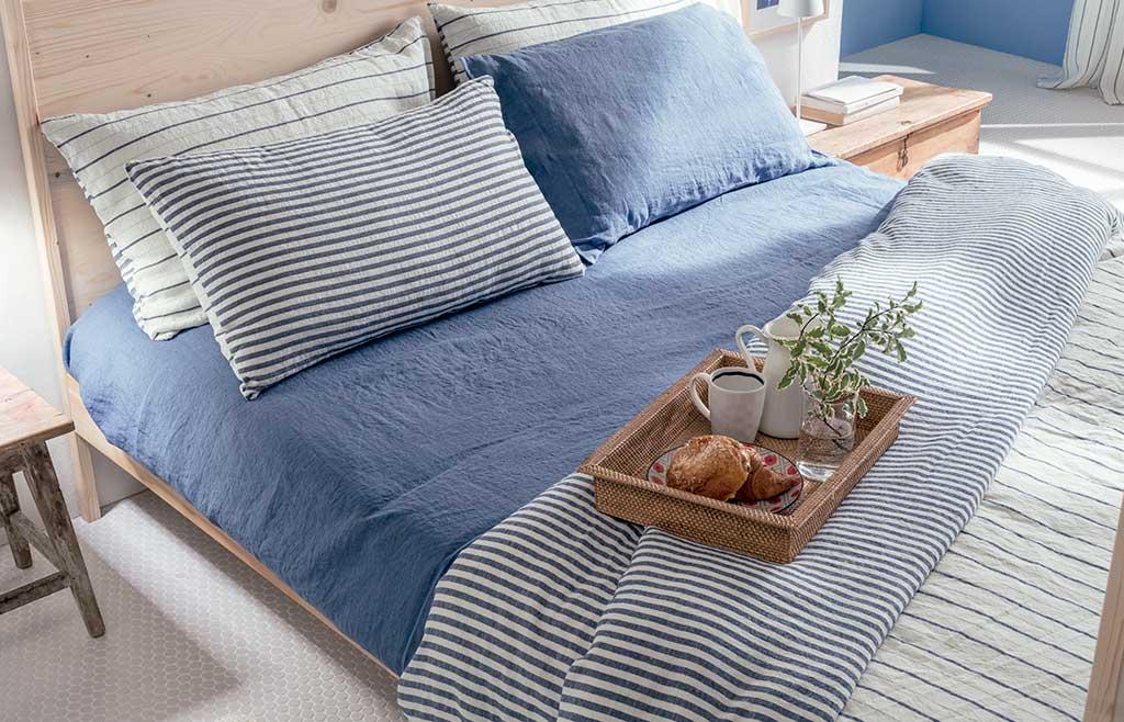 lenzuola lino bianco blu