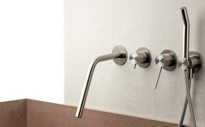rubinetti vasca muro design