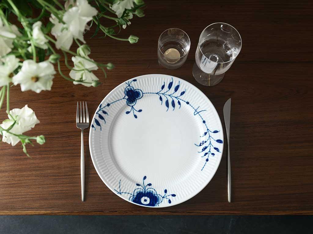 piatto bianco decoro blu