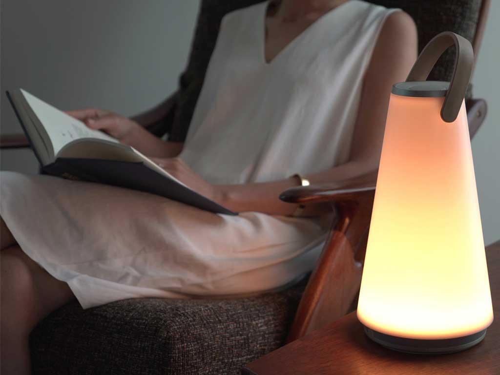 lampada e altoparlante hi fi