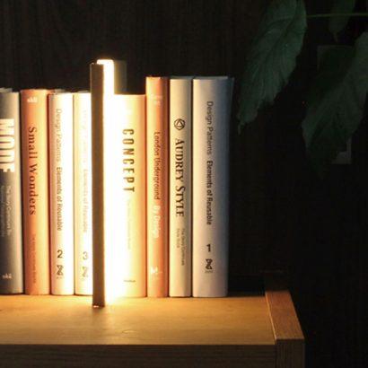 lampada da lettura mensola libri