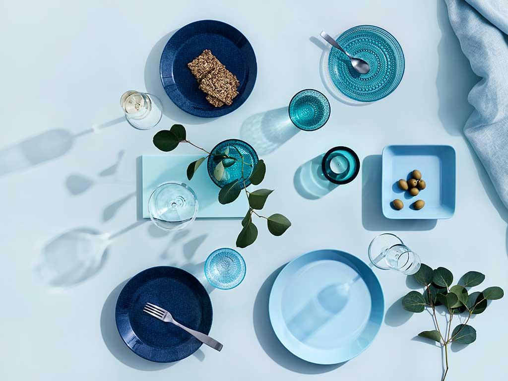 piatti e bicchieri blu acquamarina