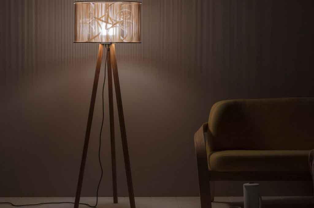 lampada da terra legno