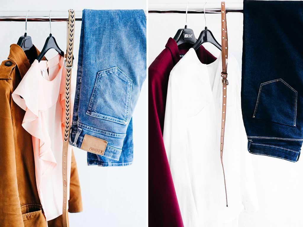 pantaloni e camicie appesi