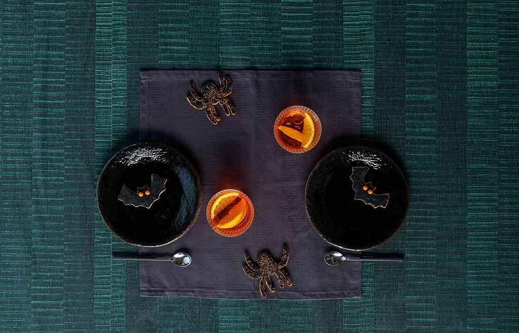 piatti neri e arancioni