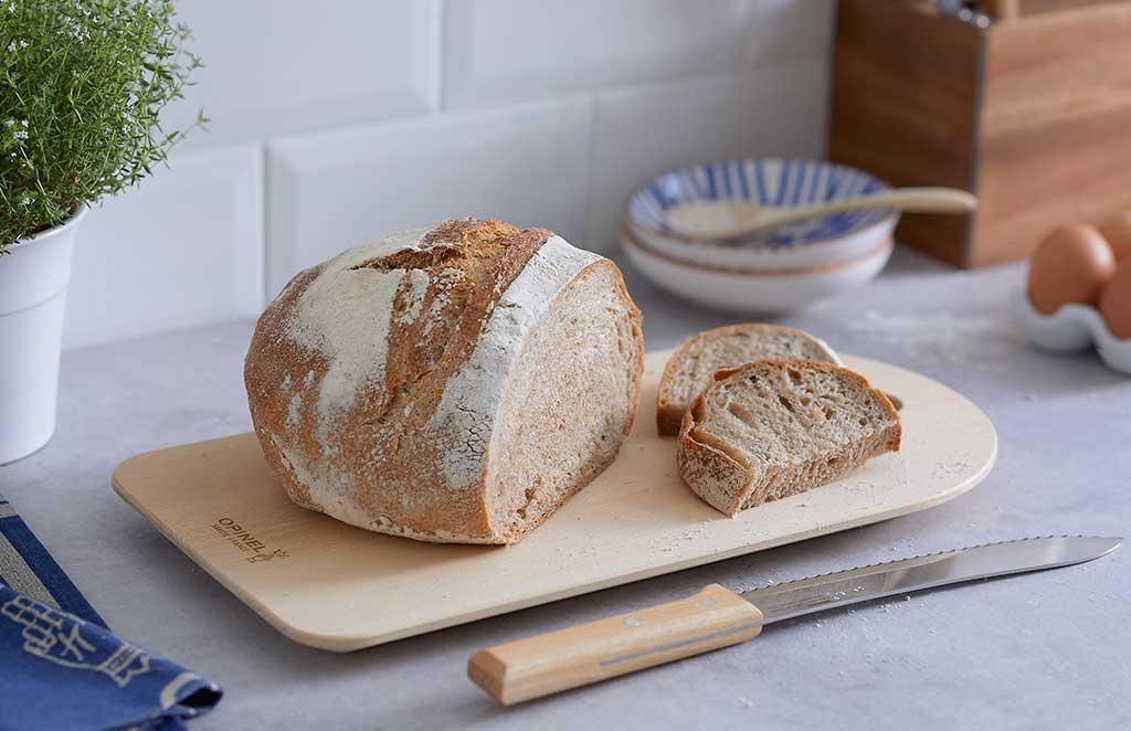 tagliere e coltello pane