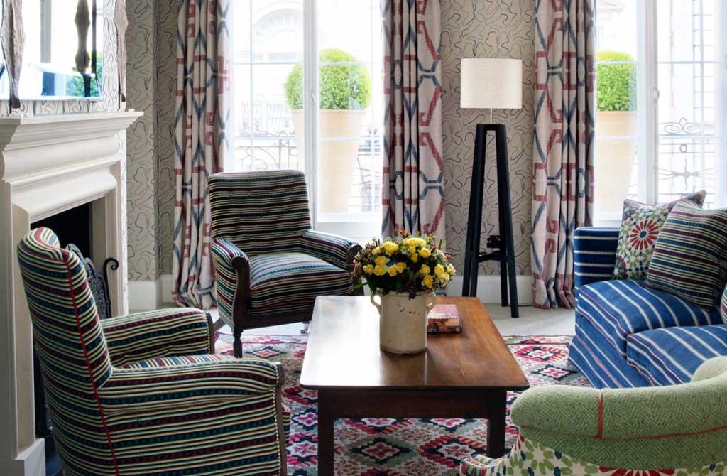 divano e poltrone living tessuto righe colore