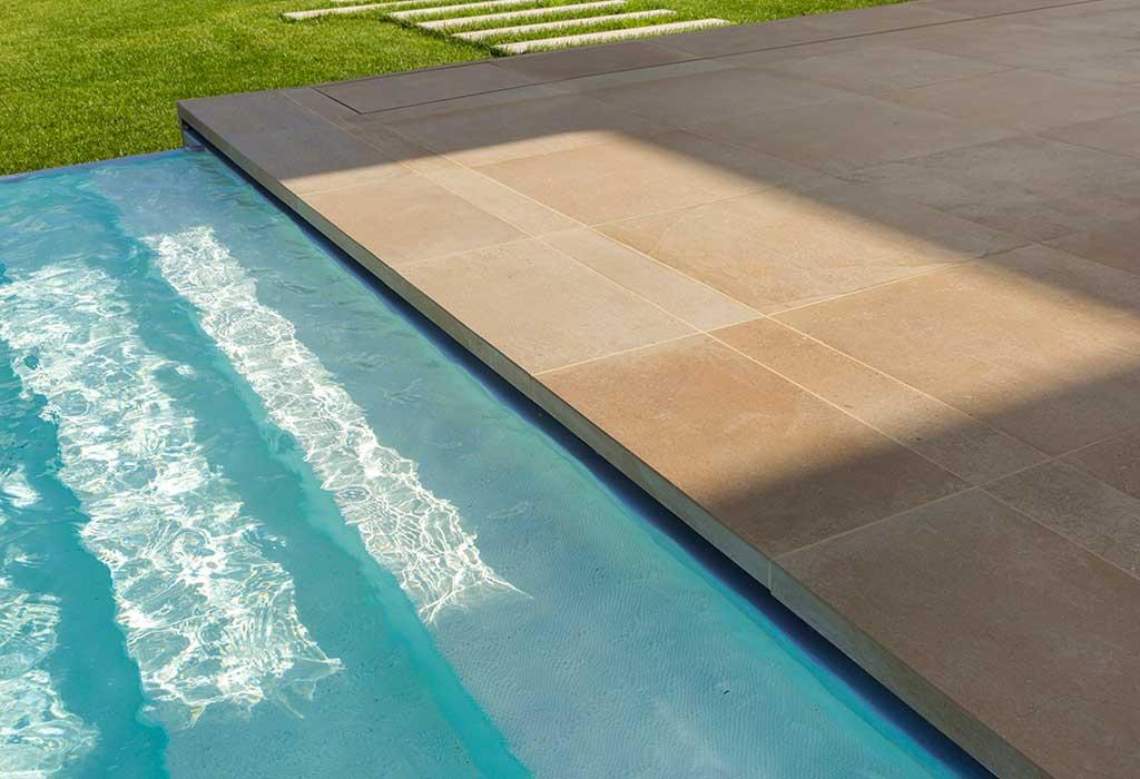 gres antiscivolo bordo piscina