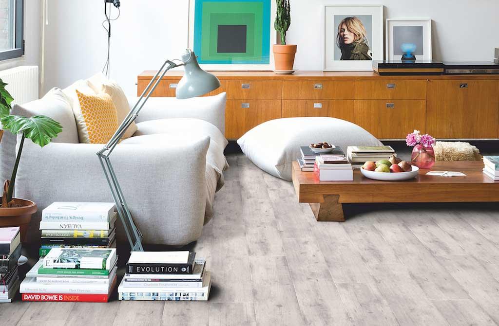 pavimento laminato effetto legno chiaro