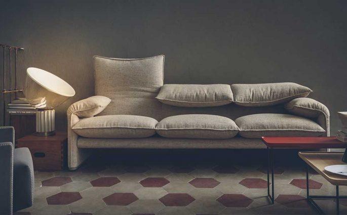 divano grigio design Magistretti