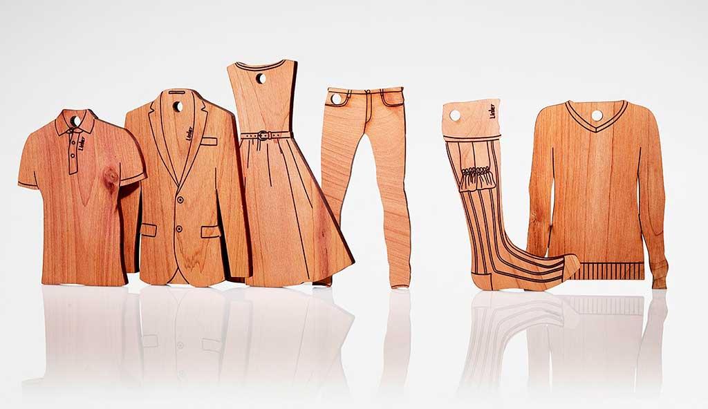 figurine legno vestiti appendere