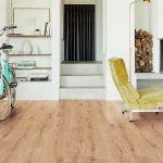 pavimento in laminato legno chiaro